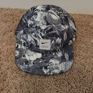 Aerobill nike floral hat